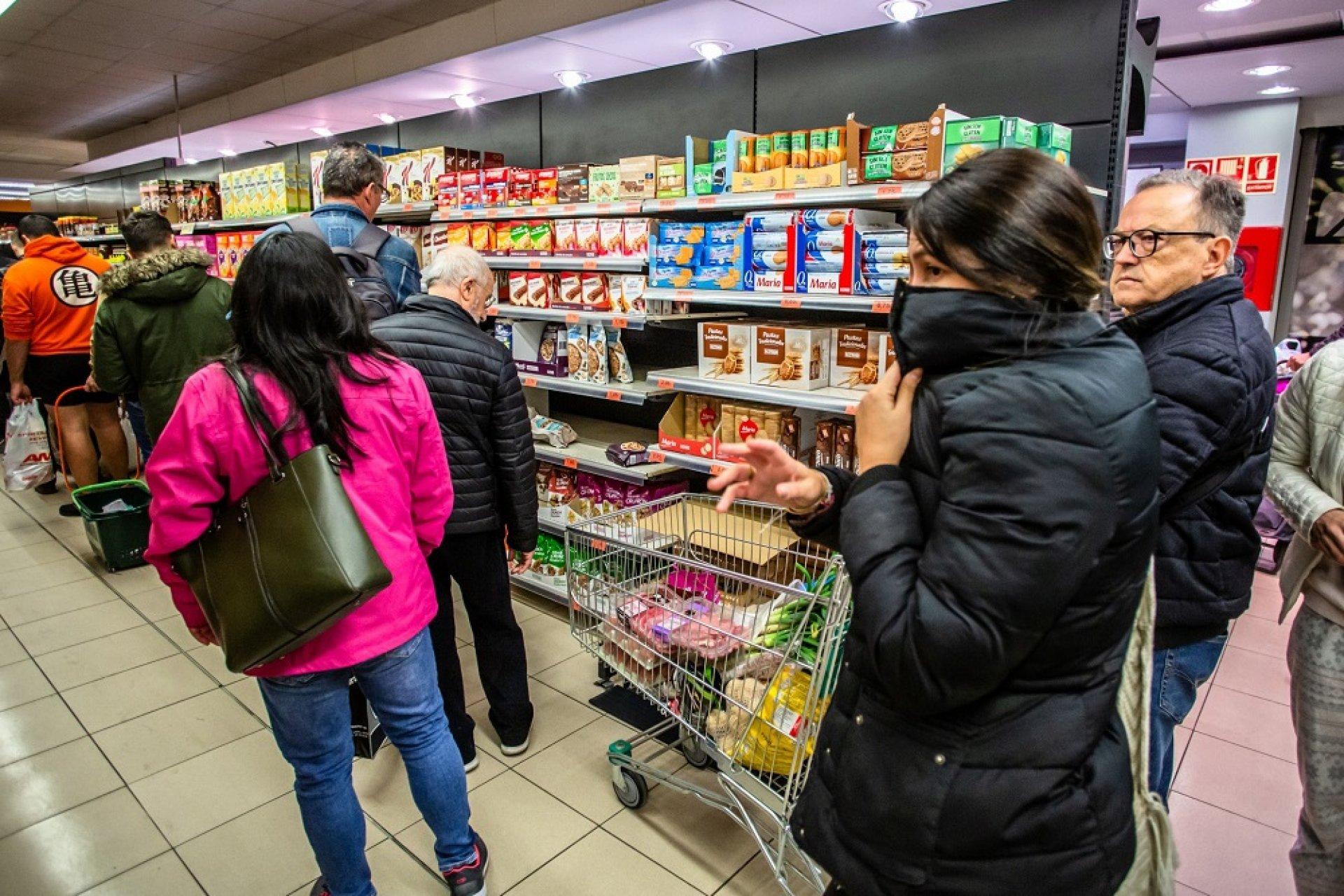 И в България ще работят само хранителните магазини и аптеките - Bloomberg