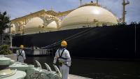 Пазарът на втечнен природен газ се свива трети месец поред заради пандемията