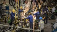 Болката на Китай продължава: Силна индустрия, слабо потребление