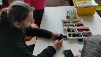 Ученици от гр.Вършец създадоха робот за разделно изхвърляне на отпадъци и робо пазарска количка