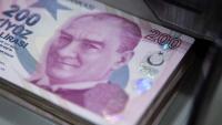 Турската лира отслабва с 8% спрямо долара през октомври