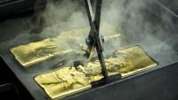 Цената на златото спадна до четиримесечен минимум