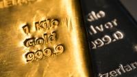 Спот цената на златото се покачва до над 2000 долара за тройунция
