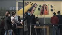 Производител на iPhone: Дните на Китай като фабрика на света приключват
