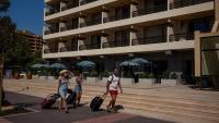 Приходите от нощувки в местата за настаняване у нас намаляват с близо 90% през юни
