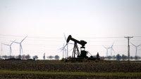 Петролът поскъпна на фона на намаляващите запаси в САЩ
