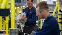 Производственият сектор във Великобритания поема по дългия път на възстановяването