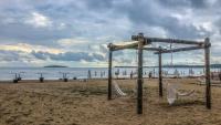 """Безплатни чадъри и шезлонги за гостите в морските къщички на """"Къмпинг Градина"""""""