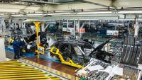 BMW разширява производството си на електромобили, за да конкурира Tesla