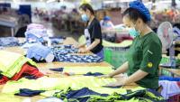 Пандемията нанася удар на производителите на облекла в развиващия се свят