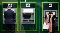 Банки в Обединеното кралство закриват сметките на британци, живеещи в ЕС