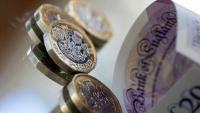 Паундът и еврото се обезценяват до двумесечно дъно