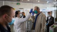 СЗО с нови препоръки: Да се носят маски от плат на обществени места