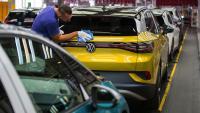 Регулаторите в Европа искат да намалят емисиите, но потребителите искат SUV модели