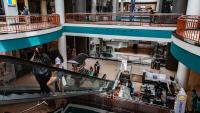 Продажбите на дребно в САЩ надминават очакванията за втори пореден месец