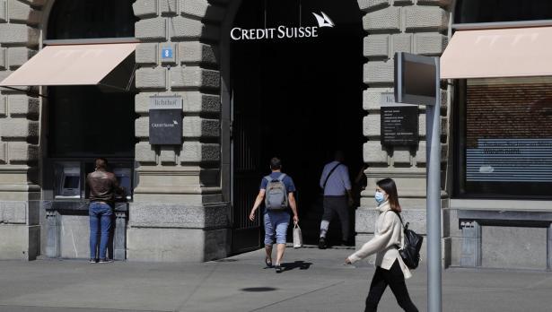 Икономиката на Швейцария се насочва към най-големия си спад от близо половин век - Bloomberg