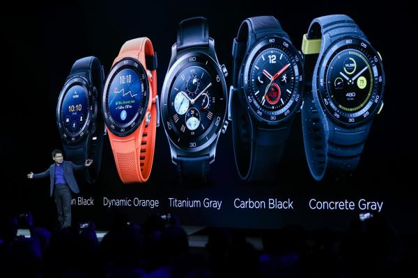 <p>Ричарт Ю, главен изп. директор на Huawei Technologies Co Ltd. представя Huawei Watch 2 преди WMC в Барселона, Испания. 26 февруари 2017. Photographer: Chris Ratcliffe/Bloomberg.</p>